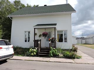 Maison à vendre à Dolbeau-Mistassini, Saguenay/Lac-Saint-Jean, 27, Avenue  Hébert, 28004770 - Centris.ca
