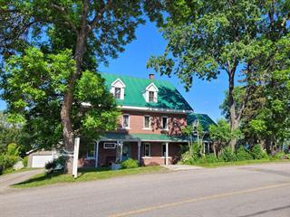 Bâtisse commerciale à vendre à Témiscouata-sur-le-Lac, Bas-Saint-Laurent, 2505, Rue  Commerciale Sud, 28511920 - Centris.ca