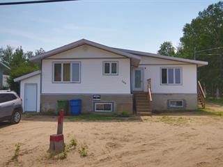 Triplex à vendre à Pointe-Lebel, Côte-Nord, 340, Rue  Granier, 22146879 - Centris.ca