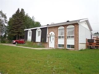 Maison à vendre à Baie-Comeau, Côte-Nord, 2864, Rue  Piuze, 12731803 - Centris.ca
