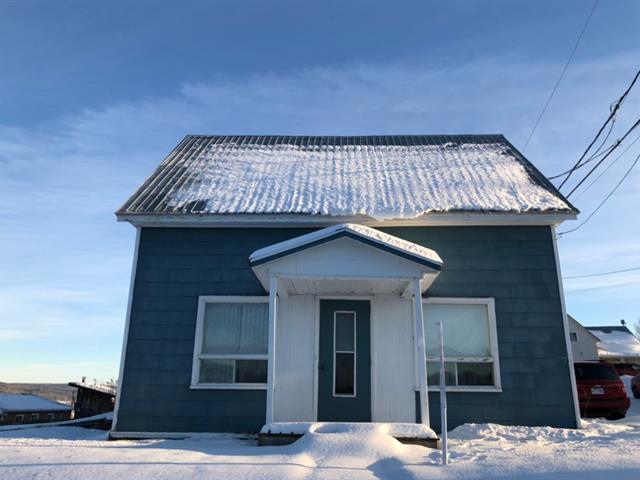 Maison à vendre à Lac-au-Saumon, Bas-Saint-Laurent, 2, Rue  Arsenault, 13973527 - Centris.ca