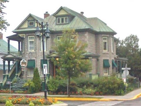 Commercial building for sale in Joliette, Lanaudière, 554 - 556, boulevard  Manseau, 11506486 - Centris.ca