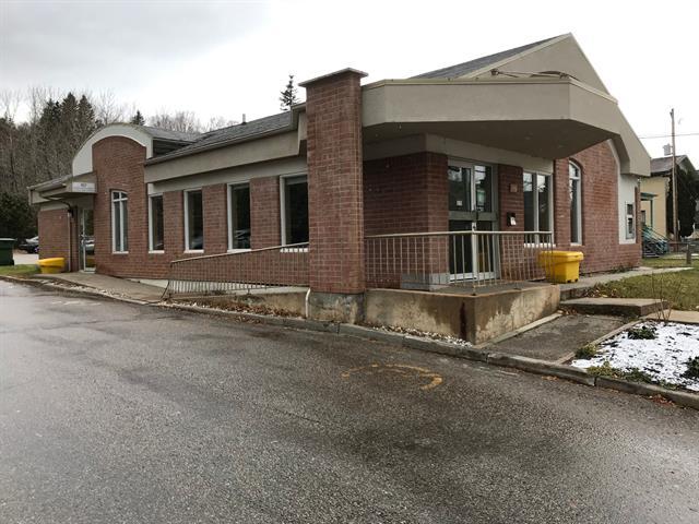 Local commercial à louer à La Malbaie, Capitale-Nationale, 805 - 807, Rue  Richelieu, 12158073 - Centris.ca