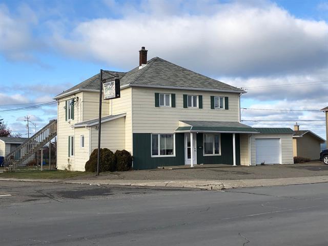 Triplex for sale in Matane, Bas-Saint-Laurent, 382 - 384, Avenue  D'Amours, 23253622 - Centris.ca