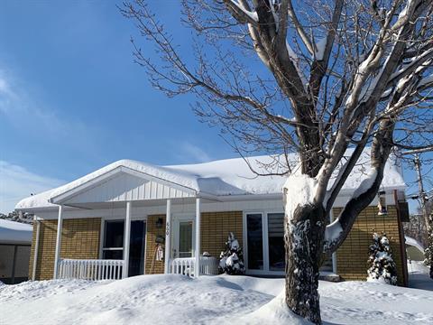 Immeuble à revenus à vendre à Saguenay (Chicoutimi), Saguenay/Lac-Saint-Jean, 860 - 862, Rue  Hertel, 27395996 - Centris.ca