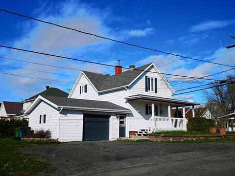 House for sale in Matane, Bas-Saint-Laurent, 53, Rue  Principale, 15337077 - Centris.ca