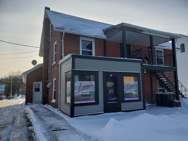 Triplex à vendre à Danville, Estrie, 28 - 30A, Rue  Daniel-Johnson, 12881538 - Centris.ca