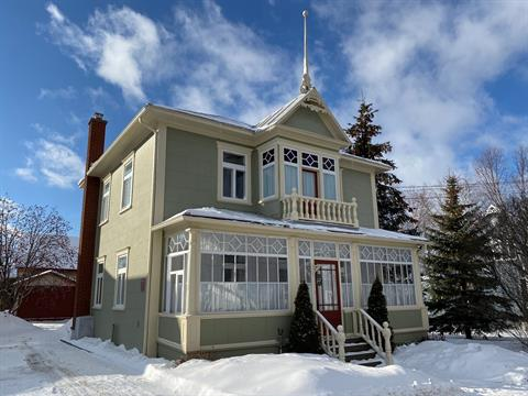 Maison à vendre à Saint-Anaclet-de-Lessard, Bas-Saint-Laurent, 53, Rue de la Gare, 11697826 - Centris.ca