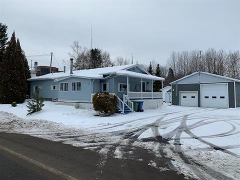 Mobile home for sale in Saint-Félix-d'Otis, Saguenay/Lac-Saint-Jean, 472, Rue  Principale, 15827204 - Centris.ca