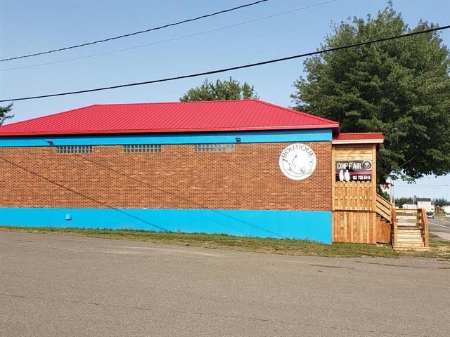 Bâtisse commerciale à vendre à Paspébiac, Gaspésie/Îles-de-la-Madeleine, 23, boulevard  Gérard-D.-Levesque Est, 22882802 - Centris.ca