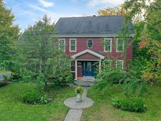 Maison à vendre à Mont-Saint-Hilaire, Montérégie, 823, Rue du Château, 10463313 - Centris.ca