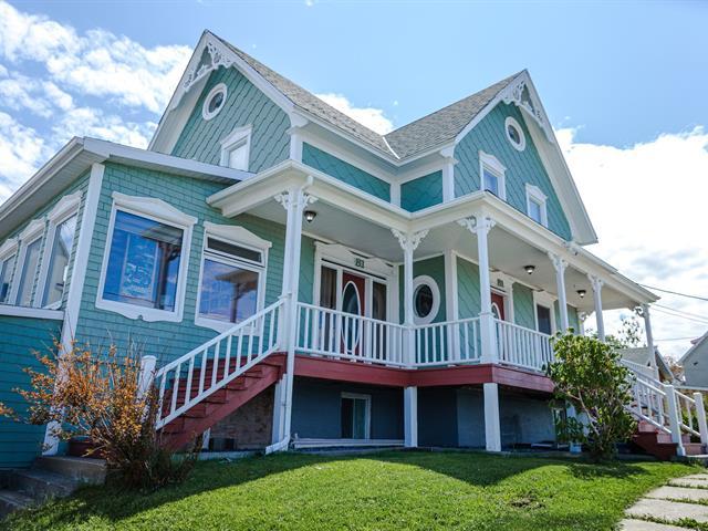 Maison à vendre à Cap-Chat, Gaspésie/Îles-de-la-Madeleine, 81, Rue  Notre-Dame, 18157624 - Centris.ca