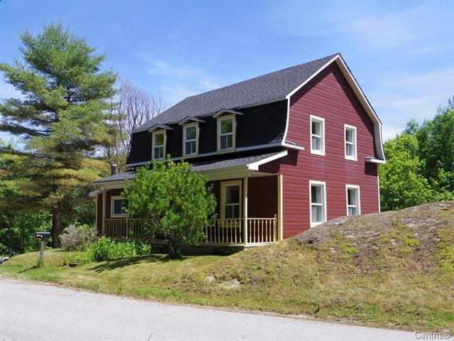 Cottage for sale in Maniwaki, Outaouais, 449, Rue  Père-Laporte, 27051820 - Centris.ca