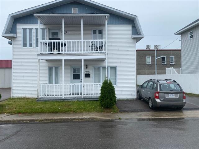 Triplex for sale in Saguenay (Jonquière), Saguenay/Lac-Saint-Jean, 2024 - 2028, Rue  Saint-Henri, 9380765 - Centris.ca