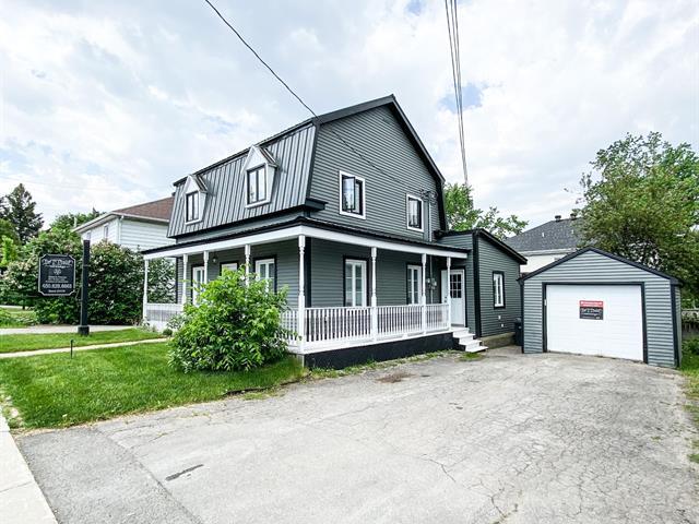 Duplex à vendre à Laval (Sainte-Rose), Laval, 137 - 137A, boulevard  Curé-Labelle, 17810778 - Centris.ca