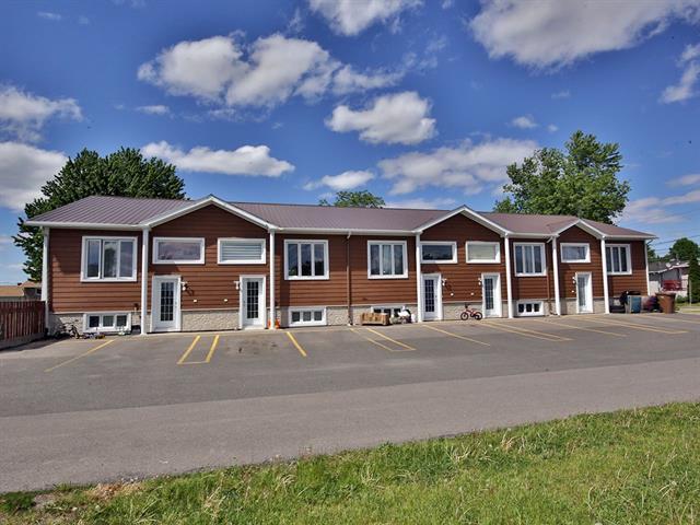 Quintuplex for sale in Yamaska, Montérégie, 105A - 105E, Rue  Saint-Michel, 9352485 - Centris.ca