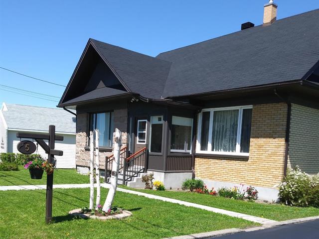 House for sale in Cap-Chat, Gaspésie/Îles-de-la-Madeleine, 5, Rue de l'Église, 26454825 - Centris.ca