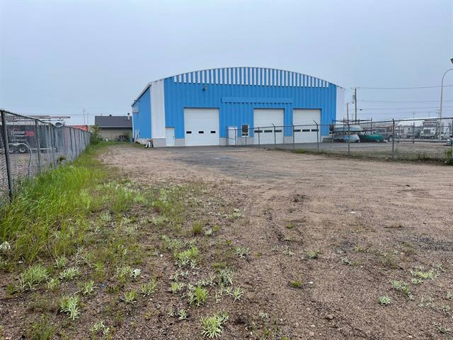 Commercial building for rent in Sept-Îles, Côte-Nord, 34, Rue  Bujold, 16119820 - Centris.ca