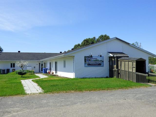 Bâtisse commerciale à vendre à Saint-Charles-de-Bourget, Saguenay/Lac-Saint-Jean, 368, Rue du Presbytère, 22030216 - Centris.ca
