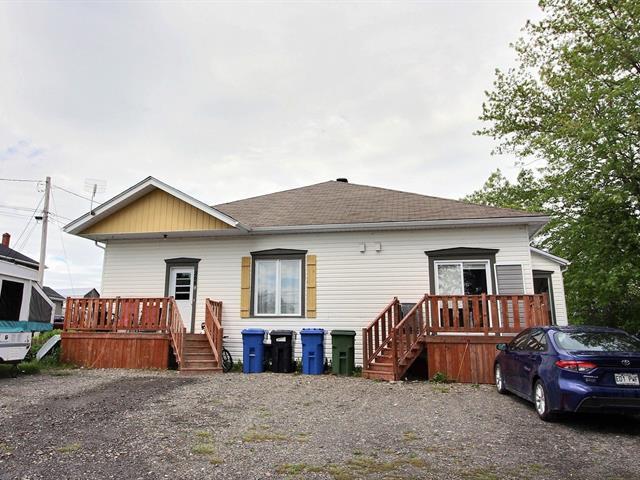 Triplex à vendre à Bonaventure, Gaspésie/Îles-de-la-Madeleine, 266, Chemin  Thivierge, 12164052 - Centris.ca