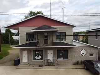 Triplex à vendre à Saint-Adelphe, Mauricie, 611 - 611B, Rue  Principale, 27486544 - Centris.ca