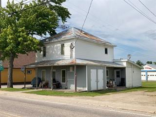 Triplex à vendre à Notre-Dame-du-Laus, Laurentides, 56 - 56B, Rue  Principale, 23836853 - Centris.ca