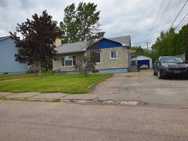 Quadruplex à vendre à Baie-Comeau, Côte-Nord, 1012, Rue  De Puyjalon, 11102646 - Centris.ca