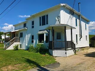 Triplex à vendre à Clermont (Capitale-Nationale), Capitale-Nationale, 9 - 11, Rue  Simard, 27349913 - Centris.ca