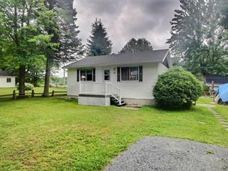 Maison à vendre à Daveluyville, Centre-du-Québec, 44, 3e av. du Lac Est, 16037007 - Centris.ca