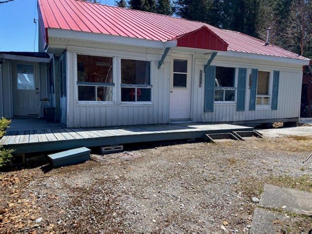 Chalet à vendre à Mont-Valin, Saguenay/Lac-Saint-Jean, Lac  Jalobert, 22458592 - Centris.ca