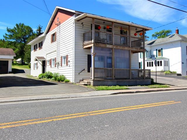 Duplex à vendre à Pohénégamook, Bas-Saint-Laurent, 1913, Rue  Principale, 22364238 - Centris.ca