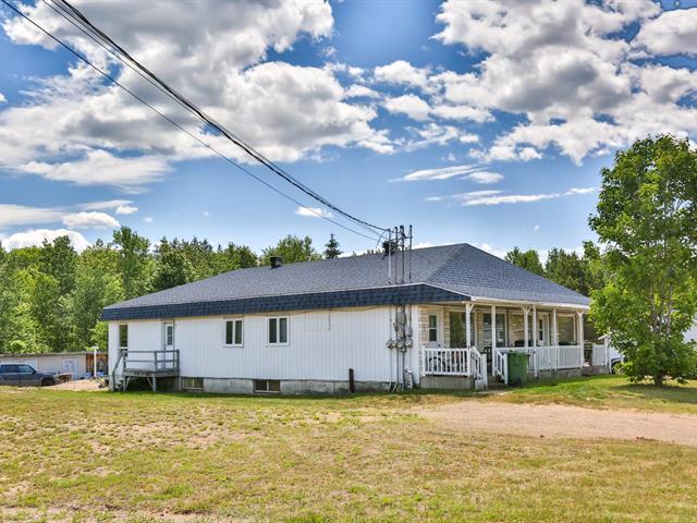 Quadruplex à vendre à Saint-Roch-de-Mékinac, Mauricie, 1100, Route  Ducharme, 22007539 - Centris.ca