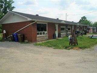 Triplex à vendre à Richmond, Estrie, 551 - 555, Rue du Collège Sud, 13983420 - Centris.ca