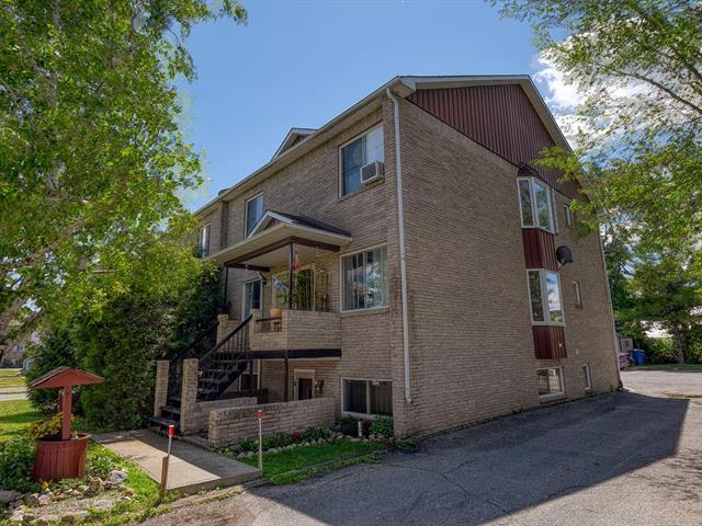 Triplex à vendre à Rigaud, Montérégie, 26 - 28, Rue de la Gare, 15563317 - Centris.ca