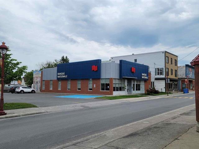Bâtisse commerciale à vendre à Mont-Joli, Bas-Saint-Laurent, 1511, boulevard  Jacques-Cartier, 27287294 - Centris.ca