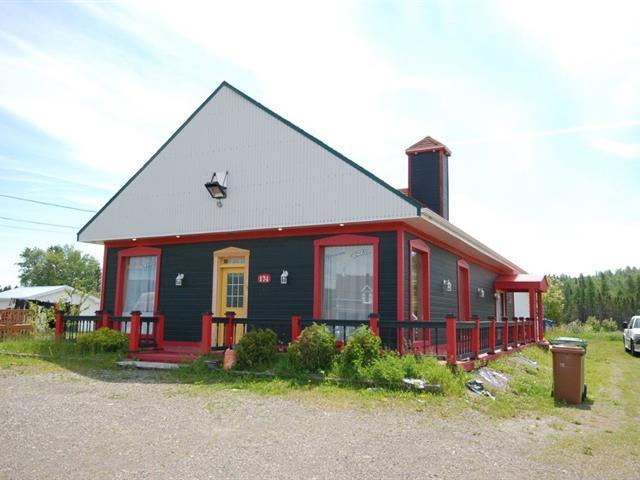 Triplex for sale in Port-Daniel/Gascons, Gaspésie/Îles-de-la-Madeleine, 174, Route  132 Ouest, 12324468 - Centris.ca