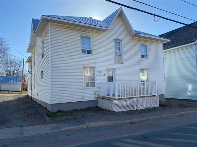 Triplex à vendre à Baie-du-Febvre, Centre-du-Québec, 12 - 12B, Rue de l'Église, 10944939 - Centris.ca