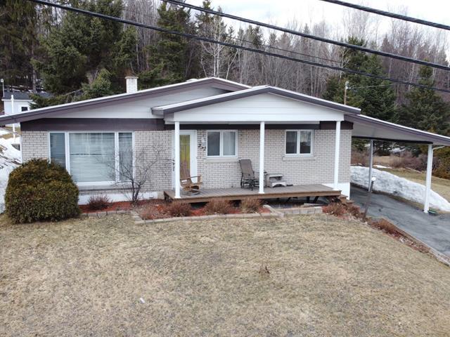 Maison à vendre à Beauceville, Chaudière-Appalaches, 252, Route  108, 23135914 - Centris.ca