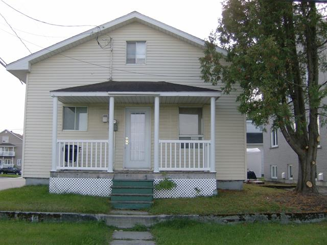 Maison à vendre à Saguenay (Jonquière), Saguenay/Lac-Saint-Jean, 2418, Rue  Saint-Hubert, 26018624 - Centris.ca