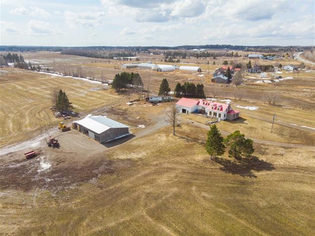 Fermette à vendre à Durham-Sud, Centre-du-Québec, 497, Route  116 Est, 22404214 - Centris.ca