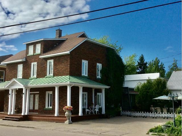 Maison à vendre à Hébertville-Station, Saguenay/Lac-Saint-Jean, 4, Rue  Notre-Dame, 12582585 - Centris.ca