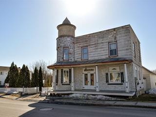 Maison à vendre à Saint-Roch-de-l'Achigan, Lanaudière, 1121, Rue  Principale, 17495848 - Centris.ca