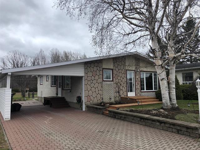Maison à vendre à Sainte-Angèle-de-Mérici, Bas-Saint-Laurent, 10, Rue  Langlais, 22316939 - Centris.ca