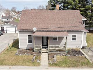 Maison à vendre à Coaticook, Estrie, 333, Rue  Saint-Pierre Nord, 10805774 - Centris.ca