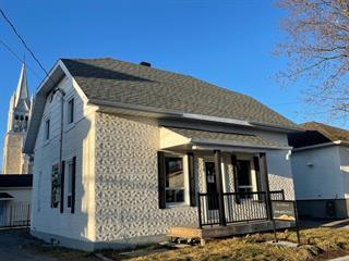 House for sale in Saint-Honoré, Saguenay/Lac-Saint-Jean, 650, Rue  Desrosiers, 17550285 - Centris.ca