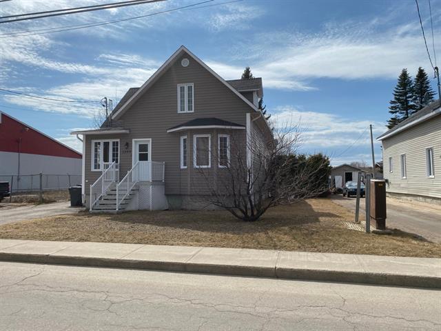 Duplex à vendre à Saint-Félicien, Saguenay/Lac-Saint-Jean, 1399 - 1399B, boulevard du Sacré-Coeur, 18820875 - Centris.ca