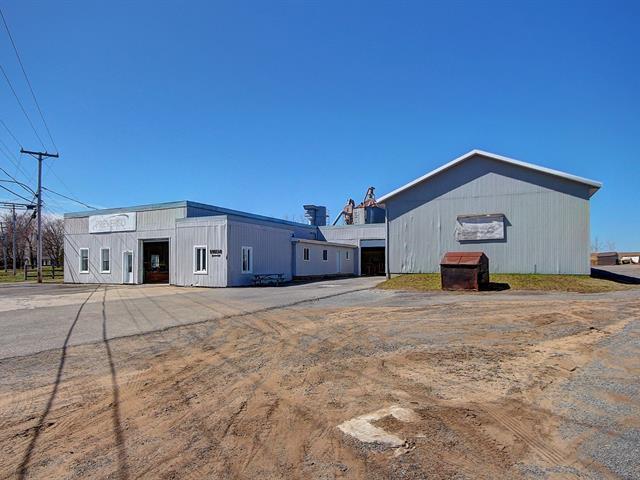 Bâtisse commerciale à vendre à Neuville, Capitale-Nationale, 1046, Route  138, 9451003 - Centris.ca