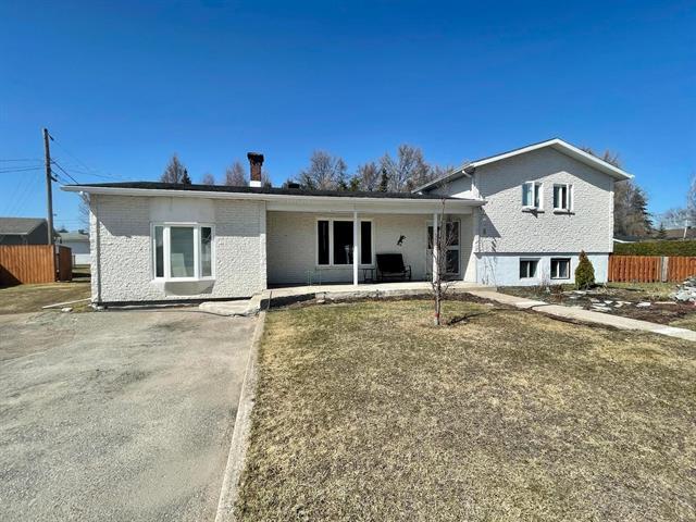 House for sale in Dolbeau-Mistassini, Saguenay/Lac-Saint-Jean, 28, Avenue  Rousseau, 12934817 - Centris.ca