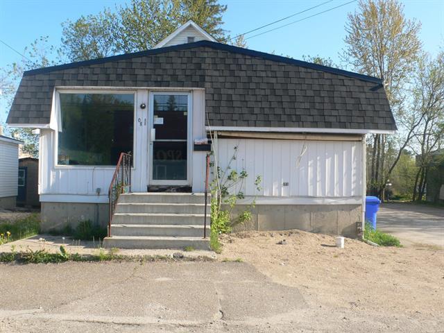 Triplex for sale in Maniwaki, Outaouais, 408, Rue des Oblats, 21700275 - Centris.ca