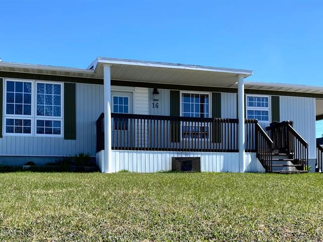 House for sale in Chute-aux-Outardes, Côte-Nord, 16, Rue du Bassin, 27243225 - Centris.ca